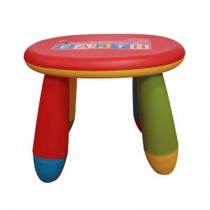Dětská plastová stolička v hravém barevném provedení